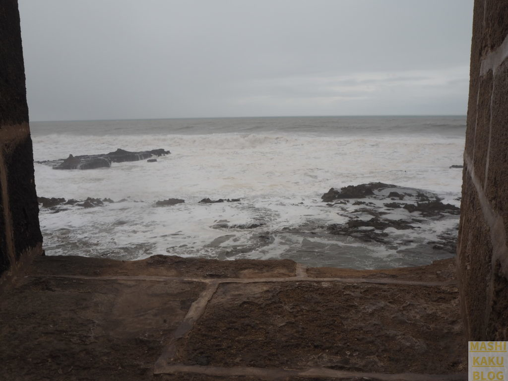 エッサウィラ 荒れた海